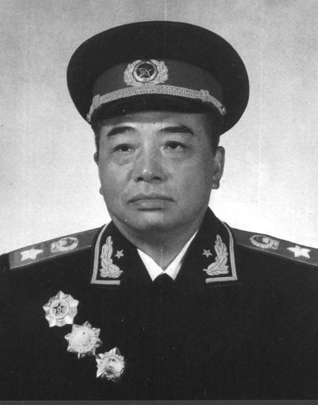 中国最牛司令,多次身兼政委司令二职,毛主席都自愿当其政委