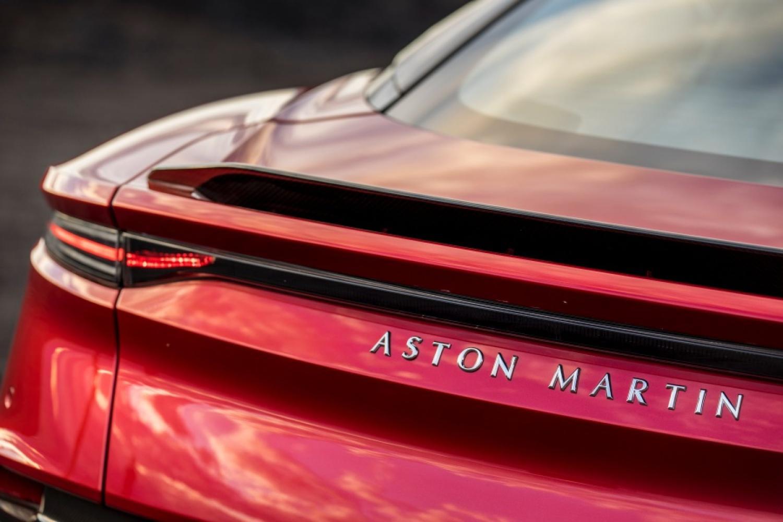 阿斯顿·马丁为最新的GT车型的名字为DBSsuper leggera