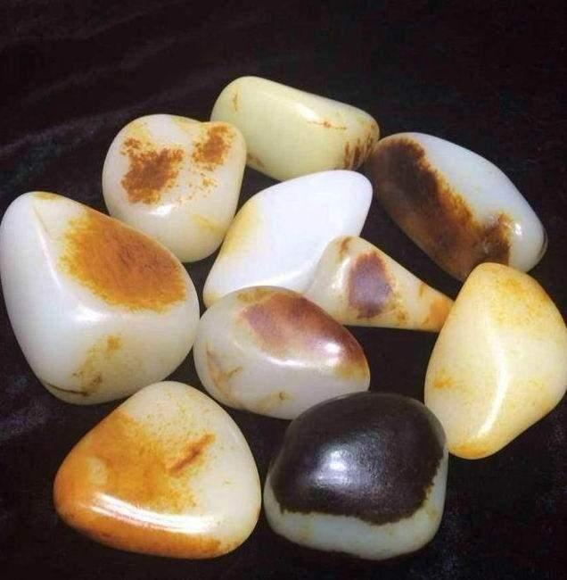 和田玉籽料原石是如何演变的