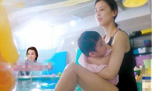 """黄圣依再不是""""清纯玉女""""了,当看到她的泳装后,当妈的人果然不一样"""