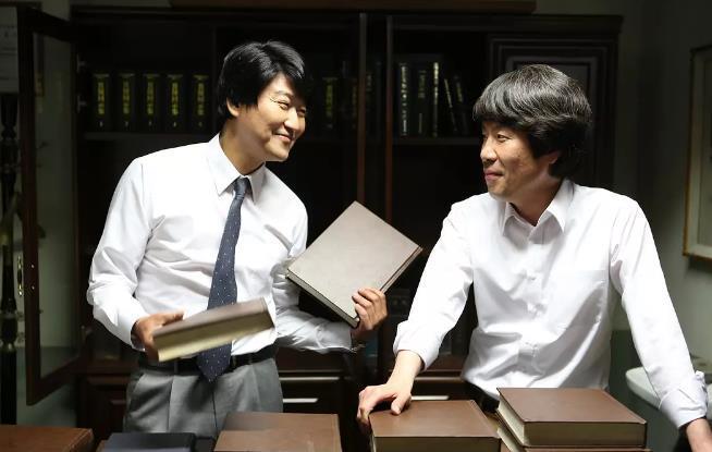 韩国三级最好看的电影随着2016年朝鲜劳动党朝鲜劳动党第七次全国代表大会的胜利召开金正恩在进一步强调了劳动党的核心地位并屡屡在宪法上富裕劳动党更加大的权威这种地位的变化也体现在朝鲜近年来的宣传上近年来随着朝鲜内政外交取得一系列进展朝鲜的内部宣传也从过去一味强调忠诚领袖和革命转变成歌颂国家国旗和母亲党朝鲜当局的宣传口径愈发的让人尤其是我们眼熟而朝鲜庆祝党建日举行的前所未有的阅兵盛典也是对这一路线的再(图43)