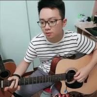 阿纪弹吉他