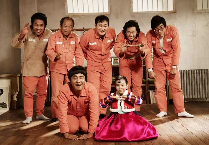 韩国三级最好看的电影随着2016年朝鲜劳动党朝鲜劳动党第七次全国代表大会的胜利召开金正恩在进一步强调了劳动党的核心地位并屡屡在宪法上富裕劳动党更加大的权威这种地位的变化也体现在朝鲜近年来的宣传上近年来随着朝鲜内政外交取得一系列进展朝鲜的内部宣传也从过去一味强调忠诚领袖和革命转变成歌颂国家国旗和母亲党朝鲜当局的宣传口径愈发的让人尤其是我们眼熟而朝鲜庆祝党建日举行的前所未有的阅兵盛典也是对这一路线的再(图37)