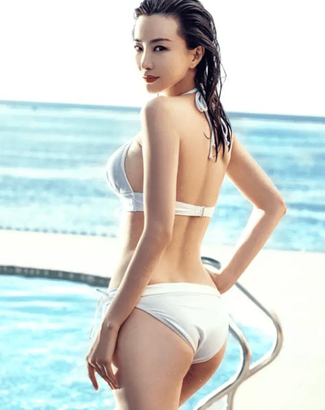 """倚天屠龙记中""""第一美人"""",出道至今零绯闻,今39岁身材仍好到犯规"""