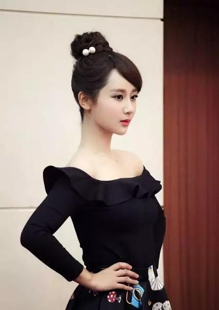 """有种""""放得开""""叫杨紫的3D隐形裙,明明一丝不露,却看得小心脏哐哐跳!"""