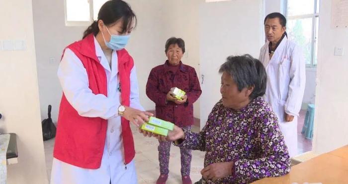 市中医医院开展健康扶贫义诊活动