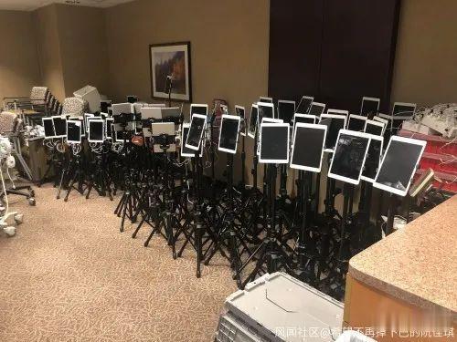 这堆积如山的iPad,是美国新冠患者用来诀别的