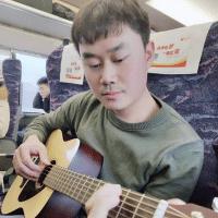 陈同学弹吉他