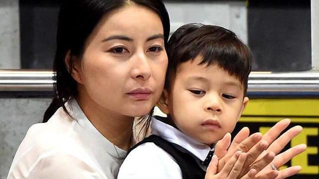 郭晶晶因兒子惹怒公公,霍啟剛脫口4字,瞬間暴露她的家庭地位!