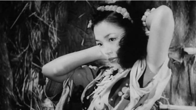 二战时,一日本女人与32名男人被困孤岛7年,回国说出人性丑恶