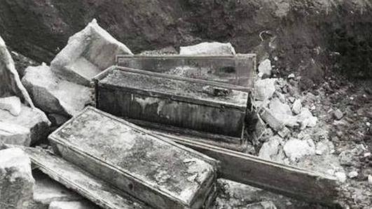 死后尸首还被挖出游街示众,李鸿章是罪有应得,还是时势所迫?
