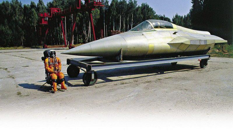 苏联科技的巅峰,被人遗忘的五代战机:米格MFI重型战斗机