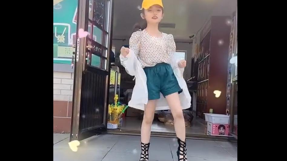 《乡村爱情13》谢腾凤跳《无价之姐》,小姑娘越长越好看了!