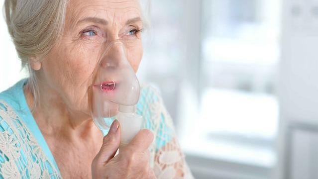 """呼吸的痛?被""""慢阻肺""""折磨的老年人,这个行为务必要立即改掉!"""