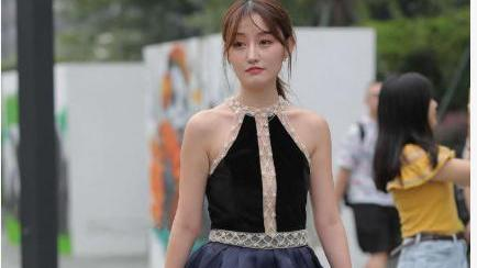 拼接连衣裙搭配黑色高跟鞋,高贵优雅,仙气十足