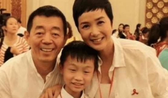 蒋雯丽将外甥女捧成影后,却几乎不提儿子,看了她儿子照片:怪不得!