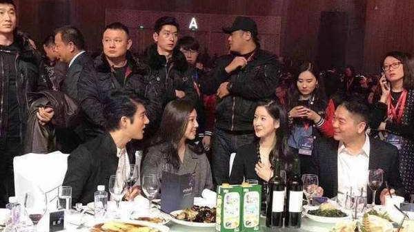 刘强东前妻终露面,气质完胜章泽天,网友:难怪他对美女没有兴趣!