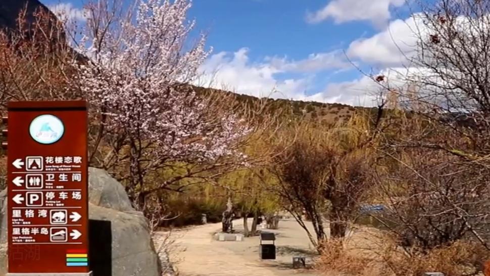 泸沽湖原本是一个名不经传的小地方,尽管它风景秀丽它的知名度是非常有限的