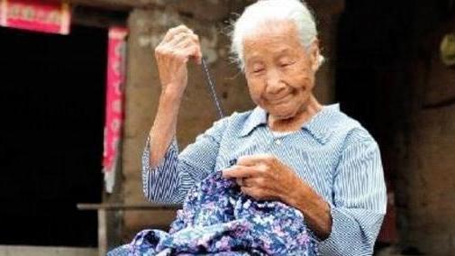 """""""我是奶奶,不是佣人"""",老人含泪诉苦,帮家长看孩子却变了味"""