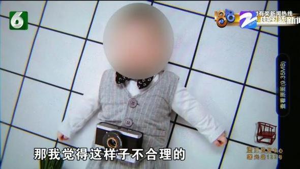 带孩子去拍照,选照片时看到袜子,妈妈脸色瞬间变了
