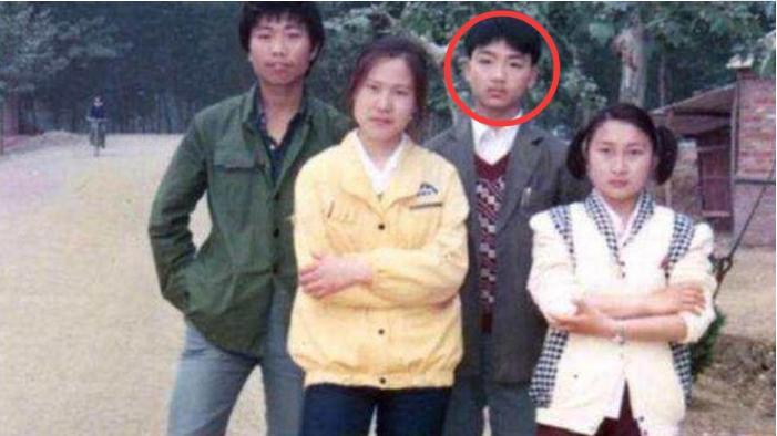劉強東上大學,全村人湊了500塊錢和76個雞蛋,後來他怎麼報答的?