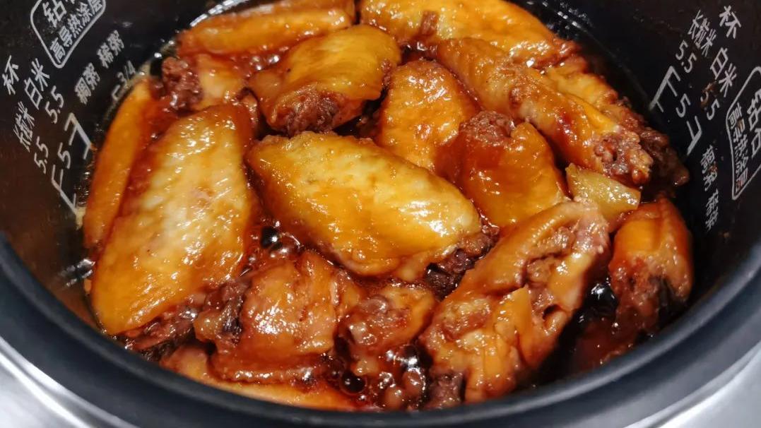 【辅食记】小朋友都喜欢的蜜汁鸡翅,不加一滴水,3步搞定,电饭煲就能做