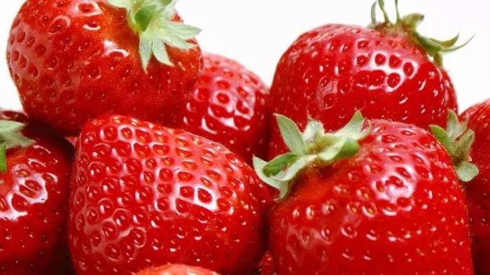大暑时节,分享一款冰凉甜香的草莓果冻,营养又美味,孩子特爱吃