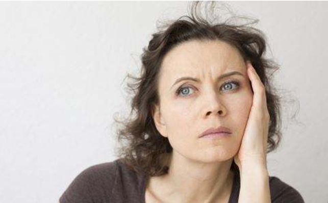 """女人更年期提前? 葛根和""""它""""泡水, 补充雌激素, 保养卵巢防早衰"""