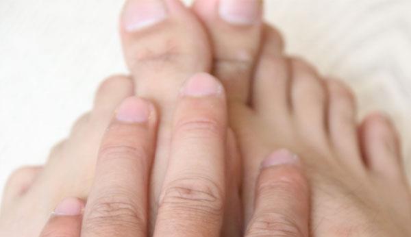 人?#36758;畔人ィ?#38271;寿的人脚上往往会有几个特征,只?#23478;?#20010;也值得高兴