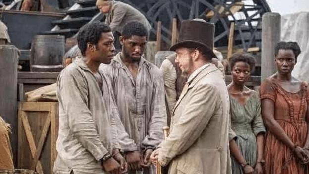 人贩子在运输黑奴时,为什么不管?#20449;?#37117;要扒个精光?原因有二
