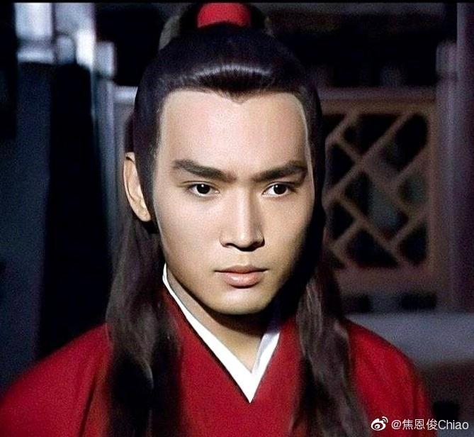 53歲焦恩俊與母親合影,似姐弟令人疑惑,當年的小李飛刀去哪瞭-圖6