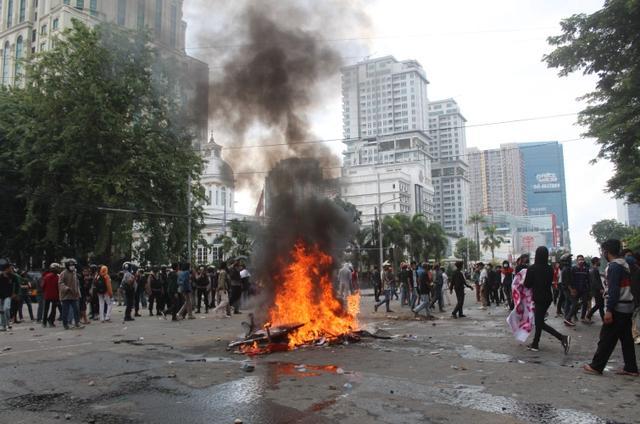 印尼爆發示威遊行,抗議者憤怒控訴:政府和外國聯手竊取我的財富-圖2