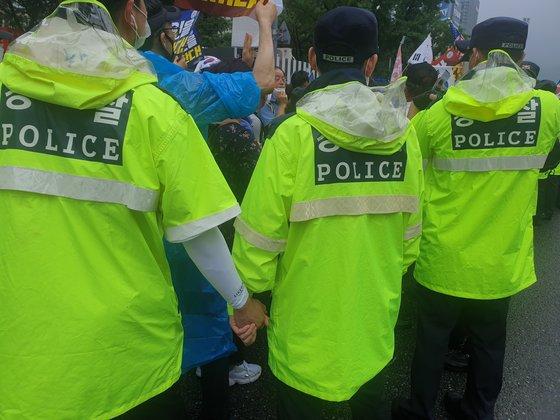 這個國傢是你個人的嗎:韓國上萬人集會 要求罷免文在寅-圖5