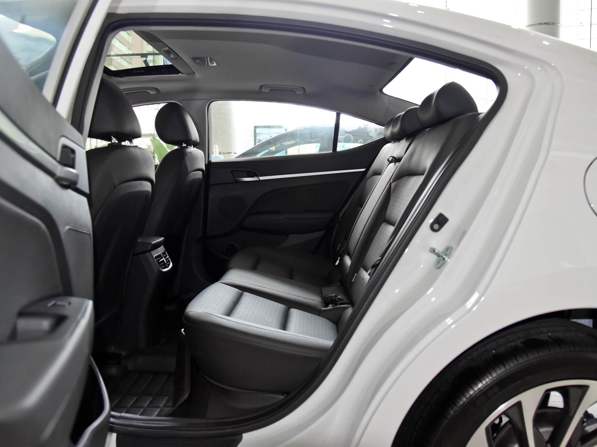 韓系走量版傢轎,1.5L四缸+CVT,軸距2.7米,10萬價格香不-圖6