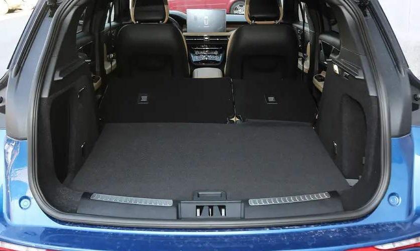 終被捧紅的SUV,好評如潮,全系2.0T+8AT,帶雙層隔音,靜如高鐵-圖8