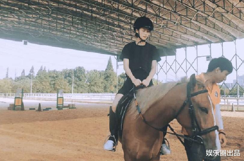 藍盈瑩曬騎馬照引熱議,與前男友曹駿卡點曬照,被指要復合瞭-圖4