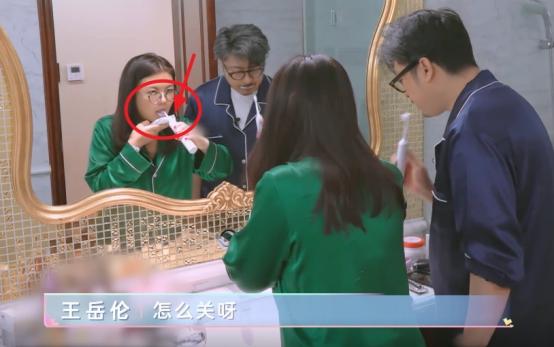 李湘隻刷牙不洗臉?看到她刷牙時手上的東西後,網友:有錢就是好-圖5