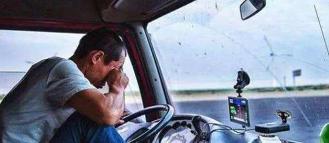 長途大貨車司機為啥總帶個女人,還不是夫妻關系?實情太心酸!-圖2