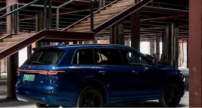 國產產品質量為SUV,空間寬敞動力,最大功率達到326馬力-圖3