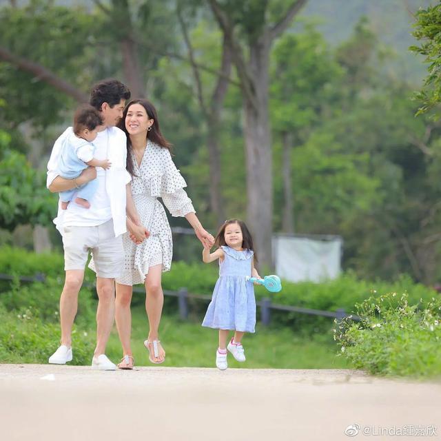 鐘嘉欣曬兒女照片訴相思,4歲女兒繼承媽媽美貌,弟弟超像姐姐-圖5