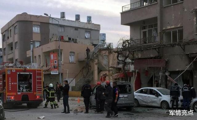 土耳其多個城市連續遭襲,軍事基地也被攻擊,多名士兵傷亡-圖3
