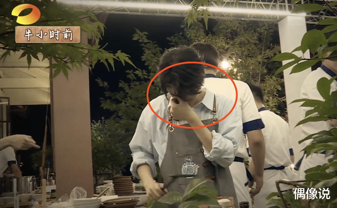 王俊凱錄節目被熱油燙傷!處理方式顯心酸,劉宇寧和張亮反應很暖-圖3