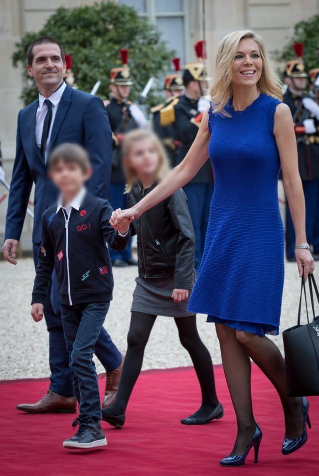 佈麗吉特兒媳婦氣質贊!穿黑裙超美,45歲兒子比繼父馬克龍都大-圖9