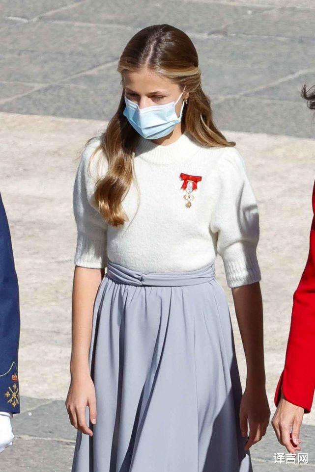 西班牙14歲大公主變優雅少女,金羊毛勛章醒目,與13歲妹妹距離拉大-圖5