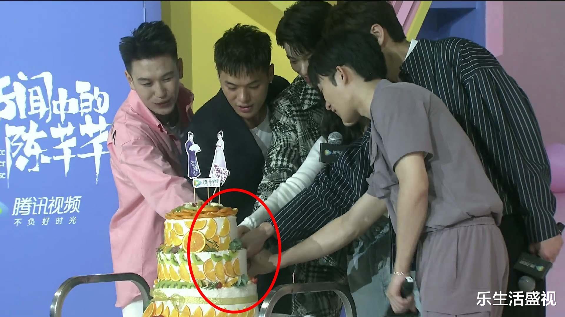 《傳聞中的陳芊芊》劇組有多窮,見面會蛋糕水果只貼半面,韓爍表情是亮點