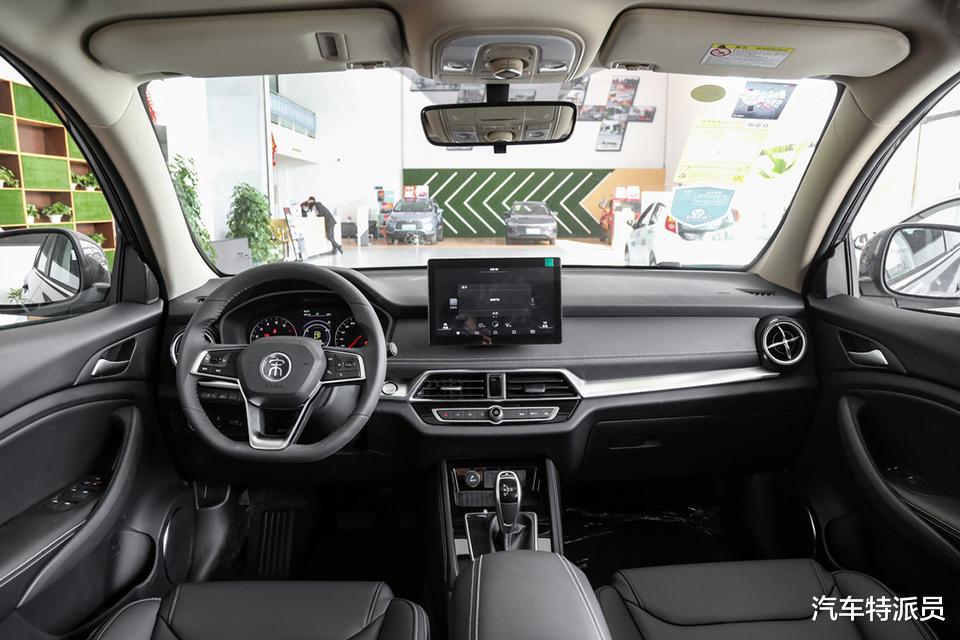 8萬內搞定大空間SUV,前後獨懸、定速巡航、自動空調一樣不缺-圖5