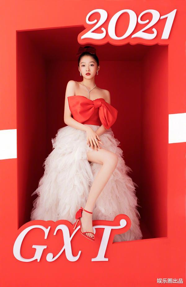 關曉彤2021年第一趴,穿公主裙不懼顯身材,被贊像芭比娃娃-圖3