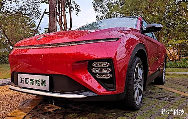 中國五菱推出轎跑SUV,外形設計帥氣,網友贊嘆為國產汽車爭光-圖3