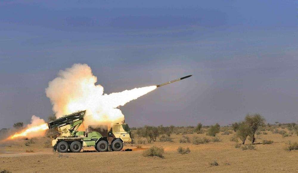 西部邊境傳來轟隆隆炮聲,印軍陣地損毀嚴重,一名軍官被炸身亡-圖3