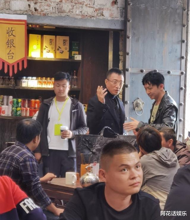"""時隔《潛伏》11年,孫紅雷新劇再次上演""""眼鏡殺"""",路透大佬既視感!-圖9"""